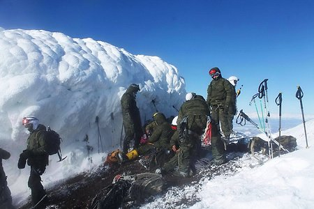 EMD special forces units climb the volcano in Kamchatka