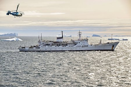 'Admiral Vladimirskiy' ship with military hydrographers returns from the Antarctic