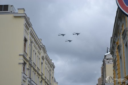 Picture story of combat aircraft and helicopters flying over Moscow